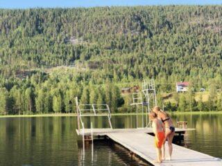 Stortjärn Långå. Bad med hopptorn och bryggor.